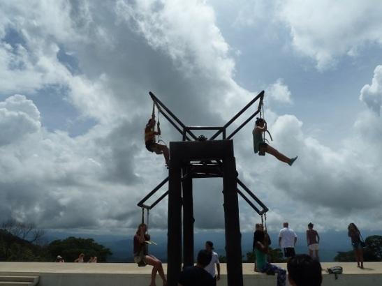 hilltop-ferris-wheel-in-full-swing